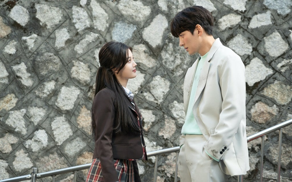 Let's talk about Ji Chang Wook and Kim Yoo Jung's new k-drama Backstreet Rookie aka Convenience Store Saet Byul. Everything that's good, bad and controversial about this drama and if this drama is for you?
